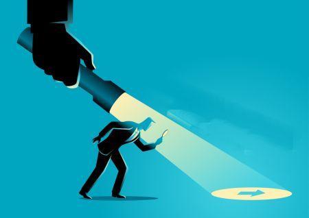 تجارت عقب مانده با واگرایی پنهان در IQcent